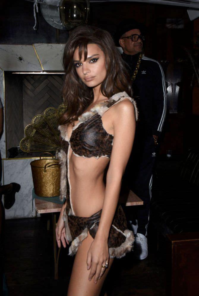 Эмили Ратаковски фото на хэллоуин
