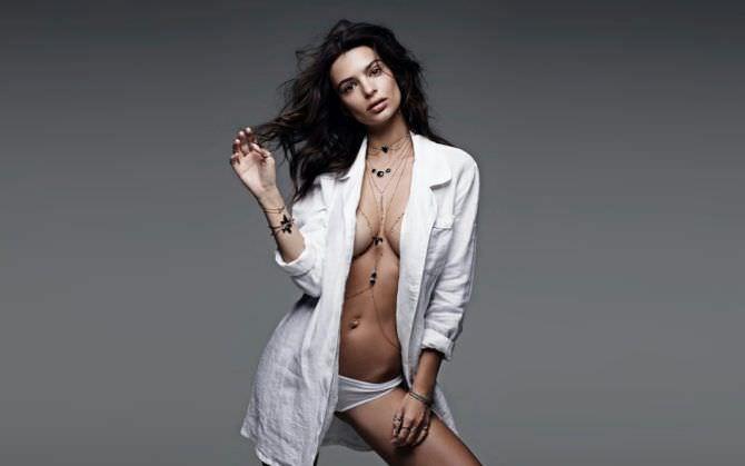 Эмили Ратаковски фотография в белой рубашке