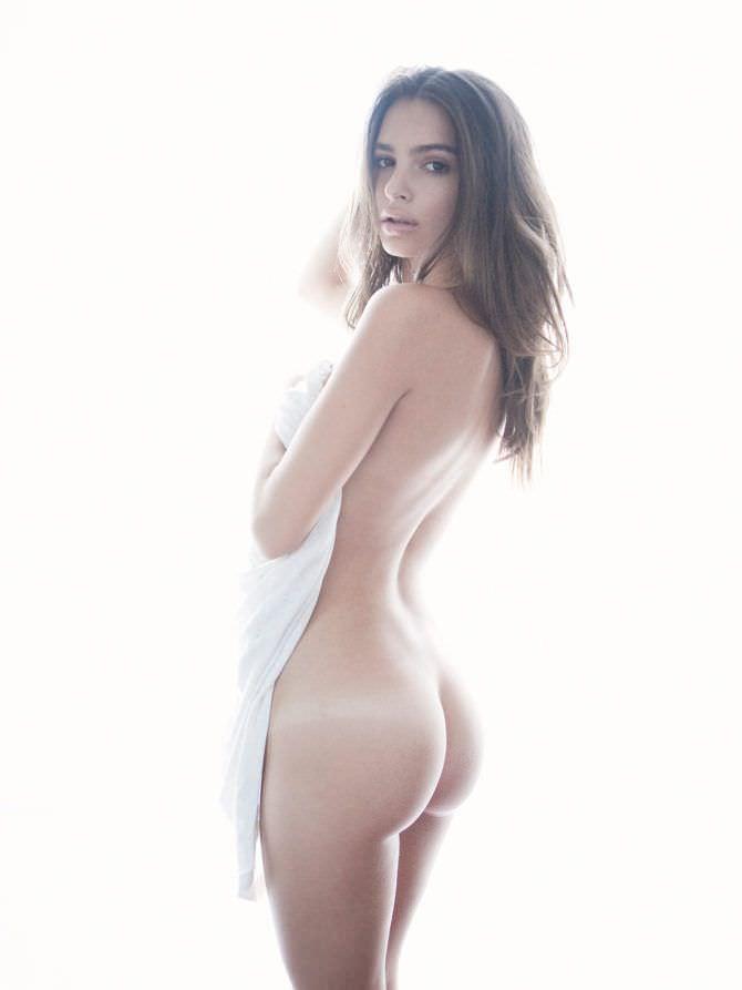 Эмили Ратаковски фотография с полотенцем