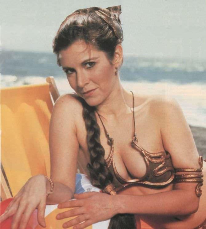 Кэрри Фишер фотография в костюме на пляже