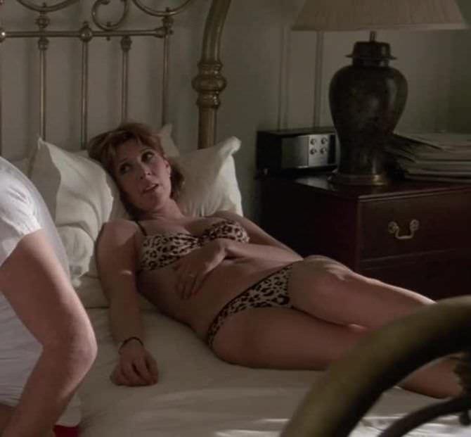 Кэрри Фишер кадр из фильма в купальнике