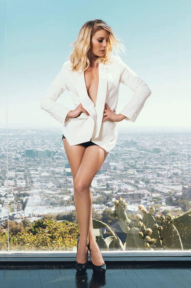 Кэти Сакхофф фото в белом пиджаке