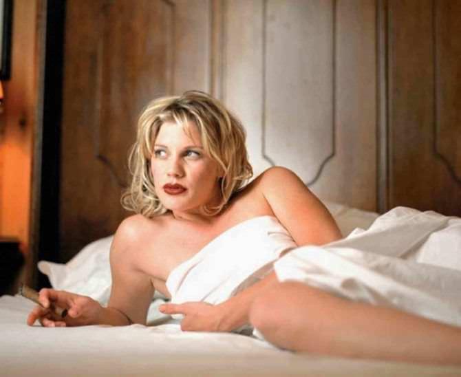 Кэти Сакхофф фото под одеялом