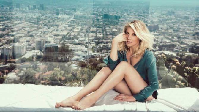 Кэти Сакхофф фото в зелёной кофте