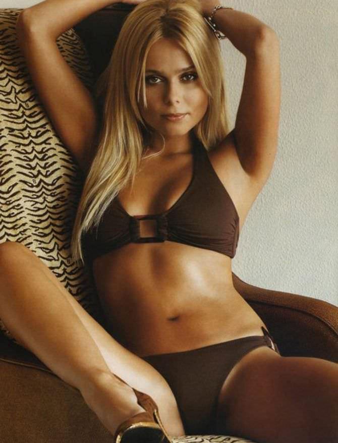 Ксения Новикова фото в коричневом купальнике 2006