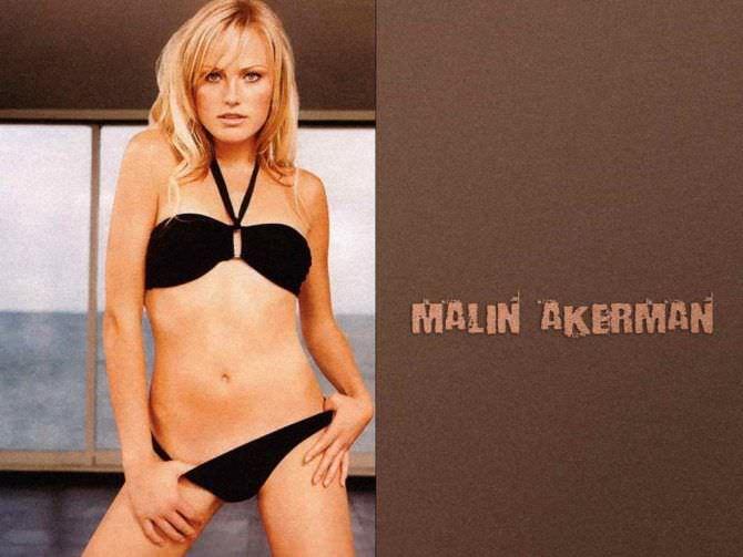 Малин Акерман фотография в чёрном бикини