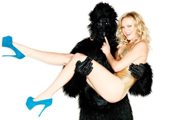 Малин Акерман фотосессия с гориллой
