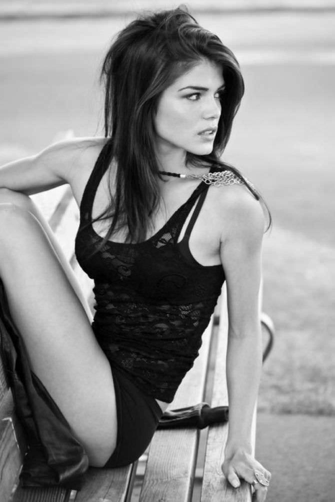 Мари Авгеропулос чёрно-белое фото вбелье