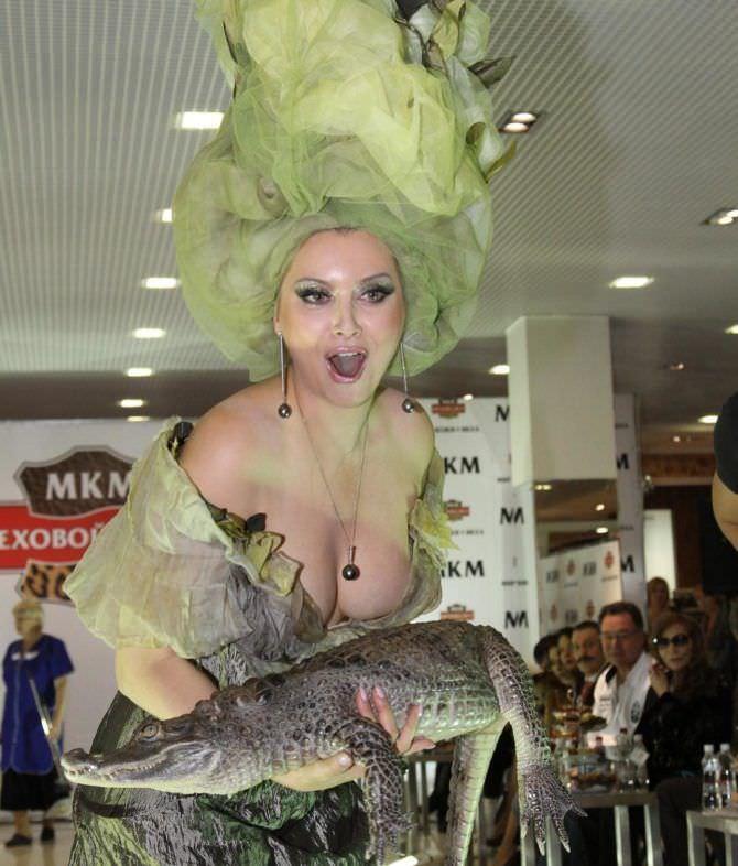 Лена Ленина фото с крокодилом