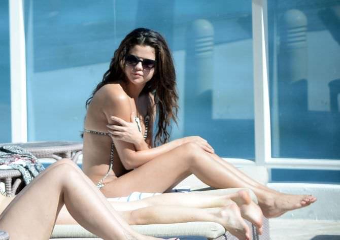 Селена Гомес фото на отдыхе
