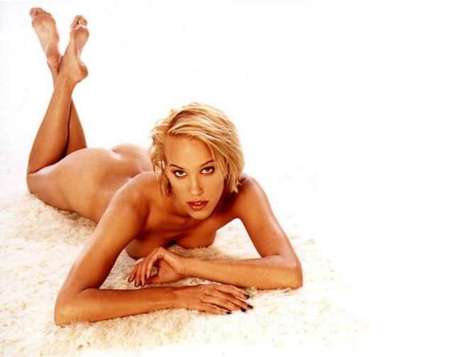 Эмма Сьоберг фотография на ковре