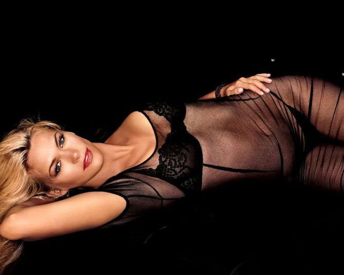 Наташа Хенстридж ото в чёрном прозрачном платье