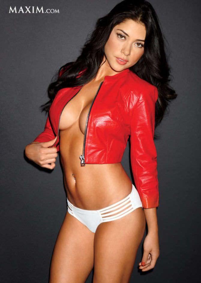 Арианни Селесте фото в красной куртке в максим