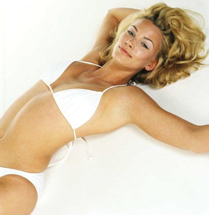 Наташа Хенстридж фото в журнале в белом бикини