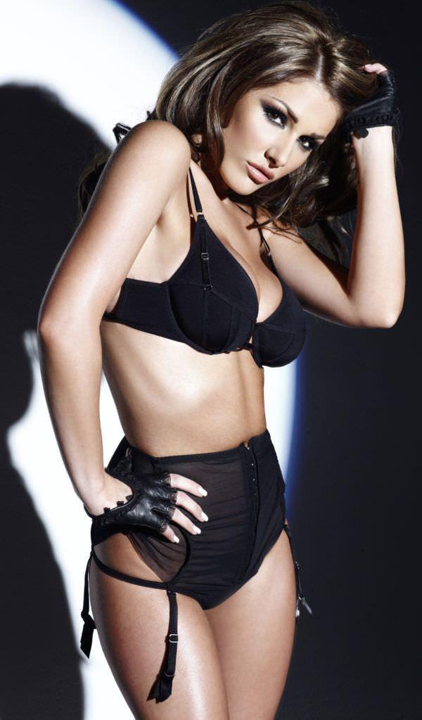 Люси Пиндер фотография в чёрном нижнем белье