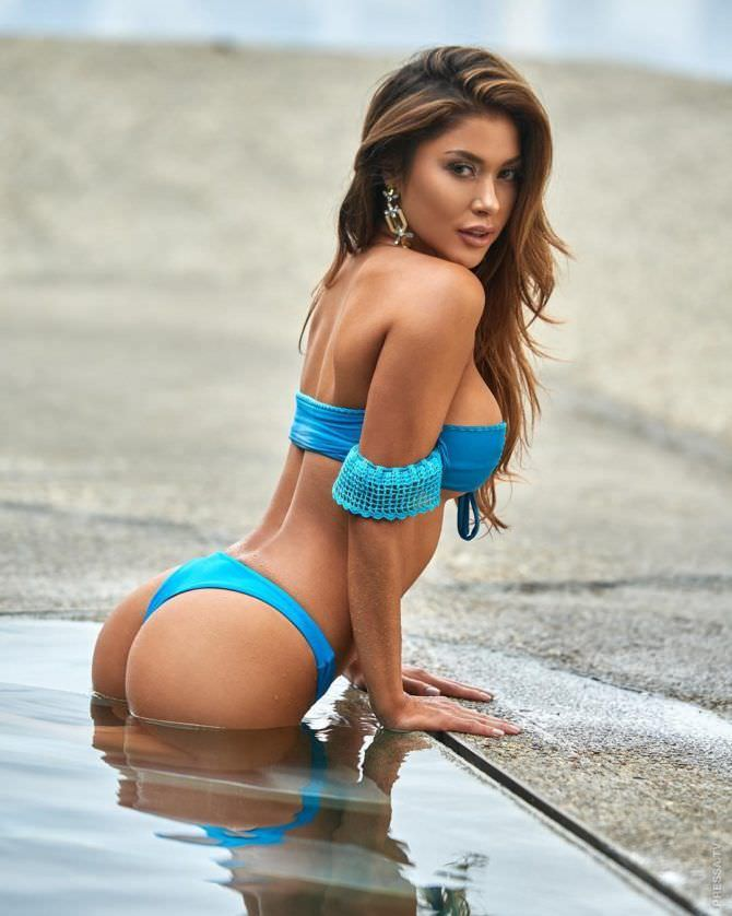 Арианни Селесте фотография в голубом бикини