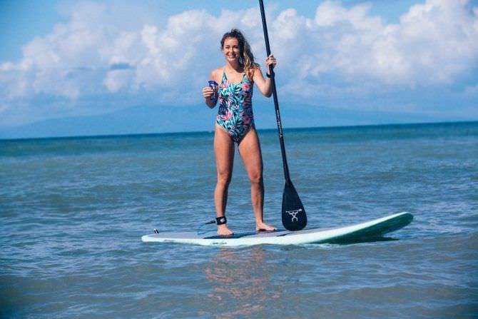 Алекса Вега фото с веслом