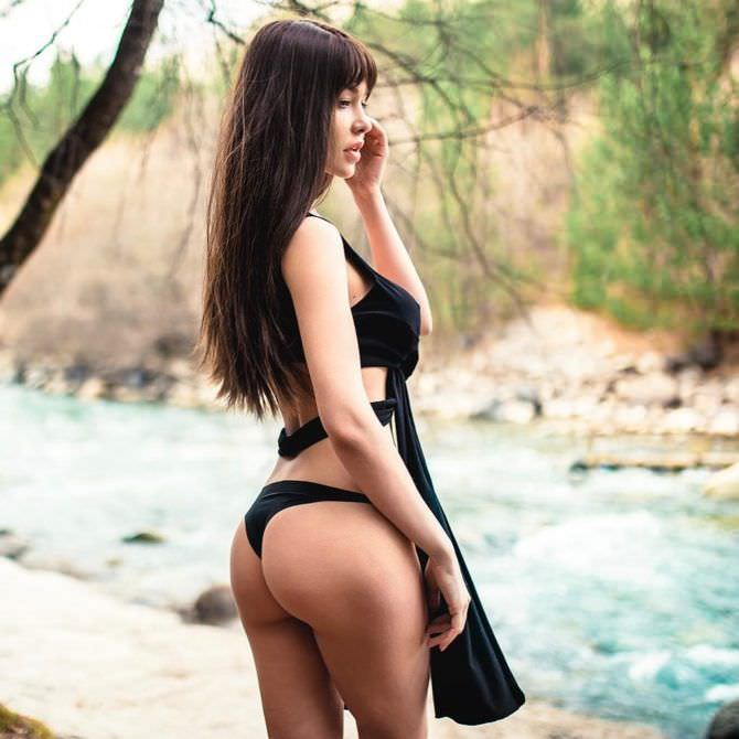 Мария Лиман фото в чёрном купальнике