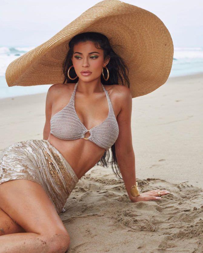 Кайли Дженнер фото на пляже