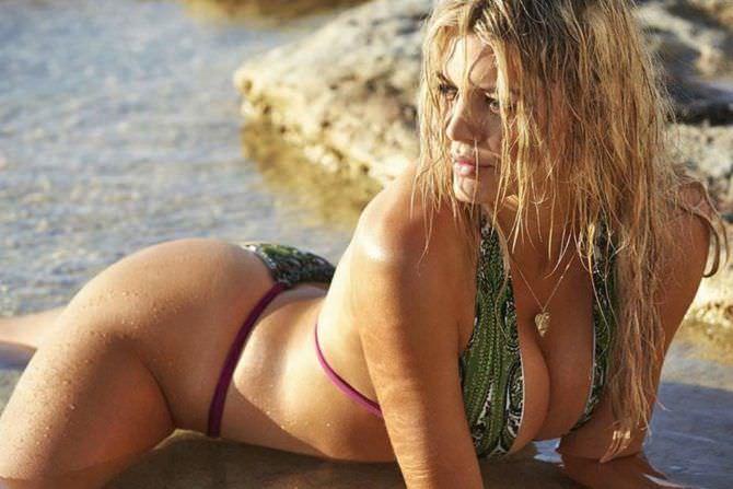 Келли Рорбах фотосессия в бикини на пляже