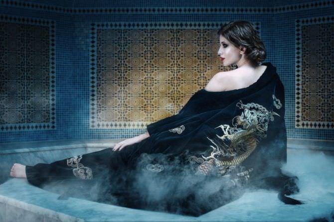 Анна Чиповская фотография в халате с драконом