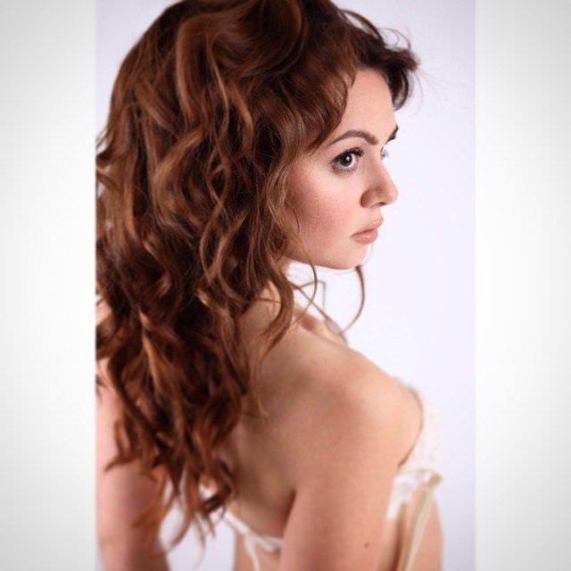 Катрин Асси фото со спины