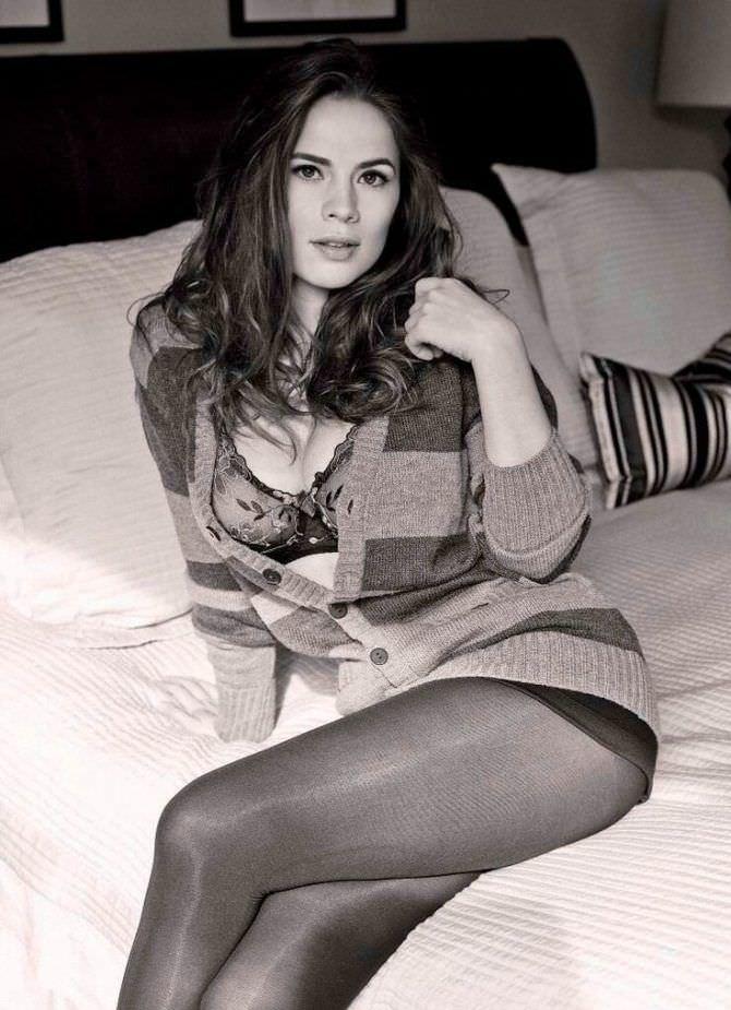 Хейли Этвелл фото в белье и кофте