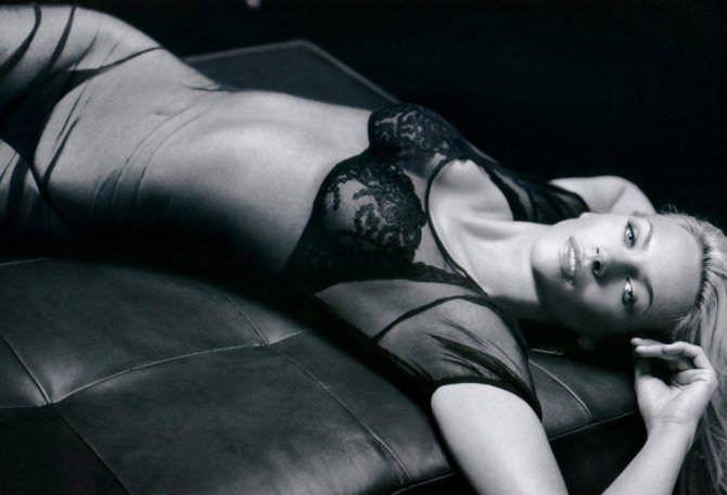 Наташа Хенстридж чёрно-белое фото в прозрачном платье