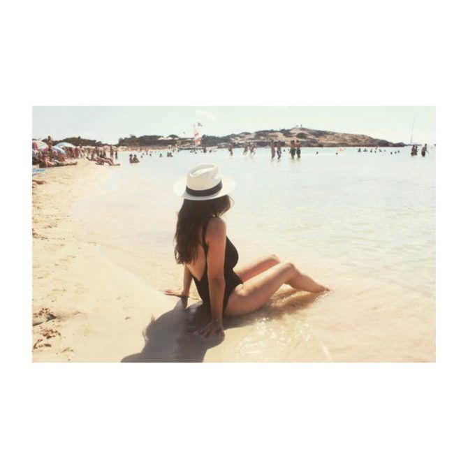 Люси Пиндер фото на пляже из инстаграм