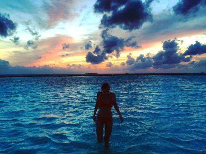 Милена Радулович фотография вечером на пляже