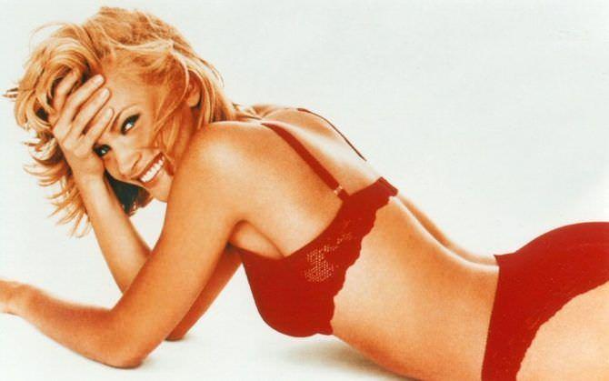 Наташа Хенстридж фото в красном нижнем белье