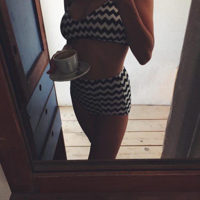 Дарья Мельникова фото в зеркале в бикини