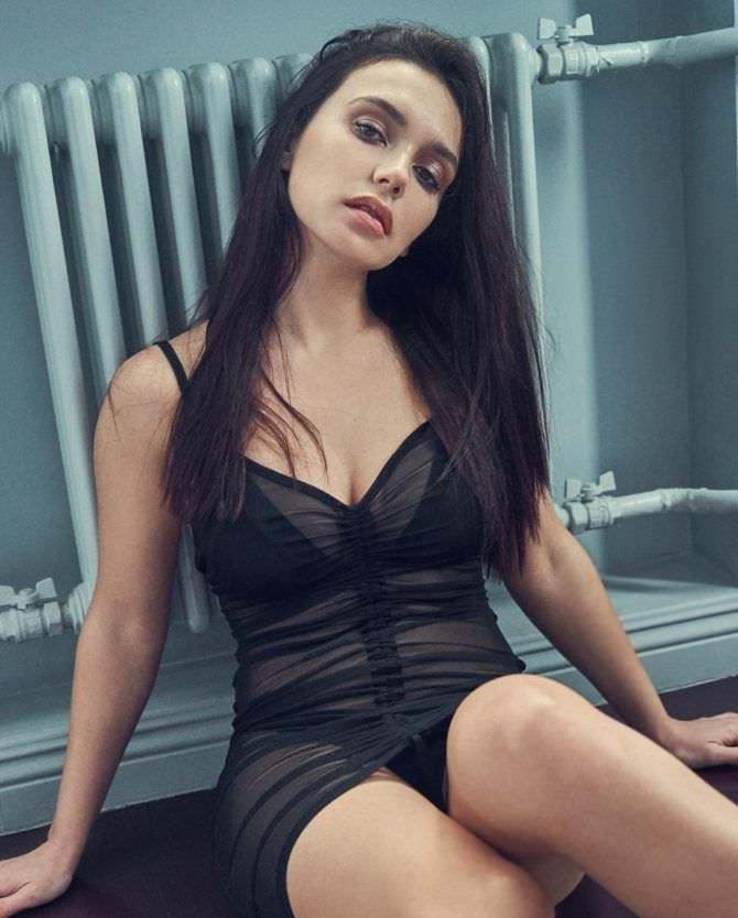 Ольга Серябкина в прозрачном платье и черном нижнем белье
