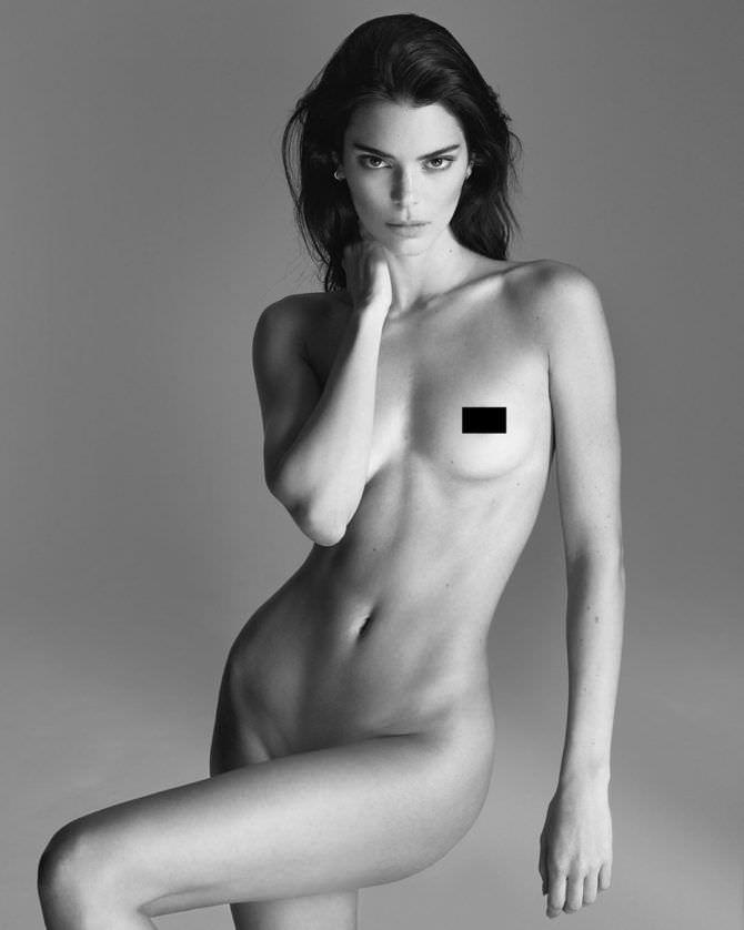 Кендалл Дженнер черно-белое обнаженное фото