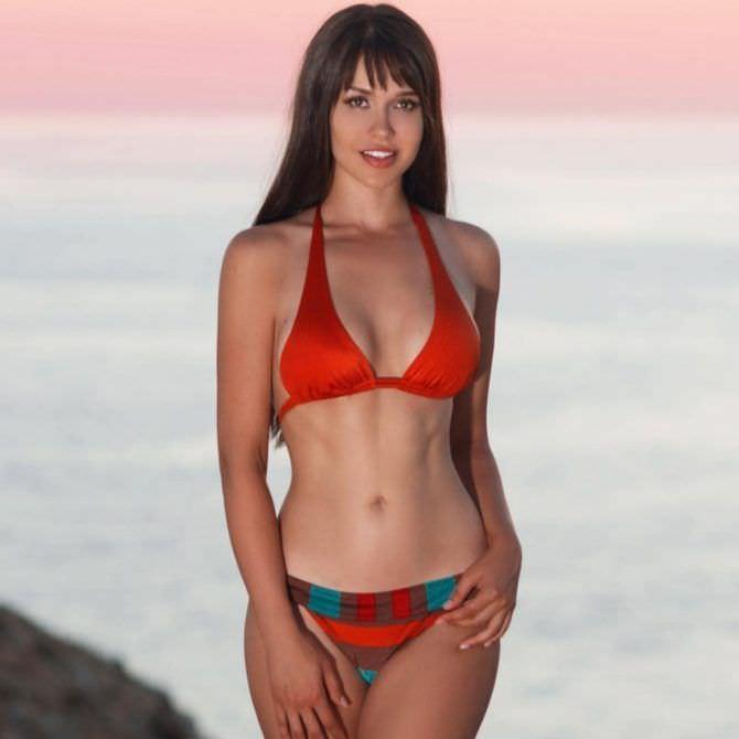 Мария Лиман фото в красном бикини