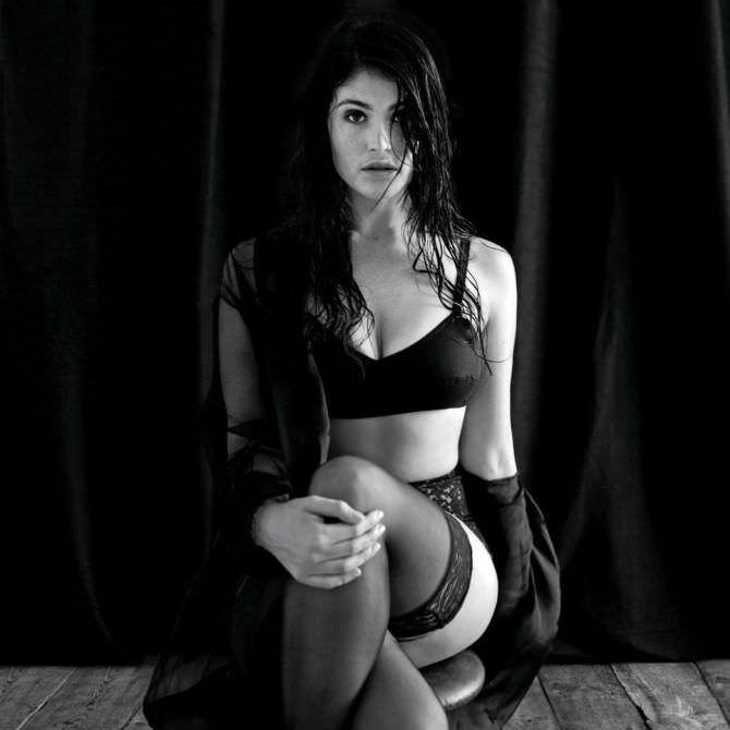 Джемма Артертон фотография в белье и чулках