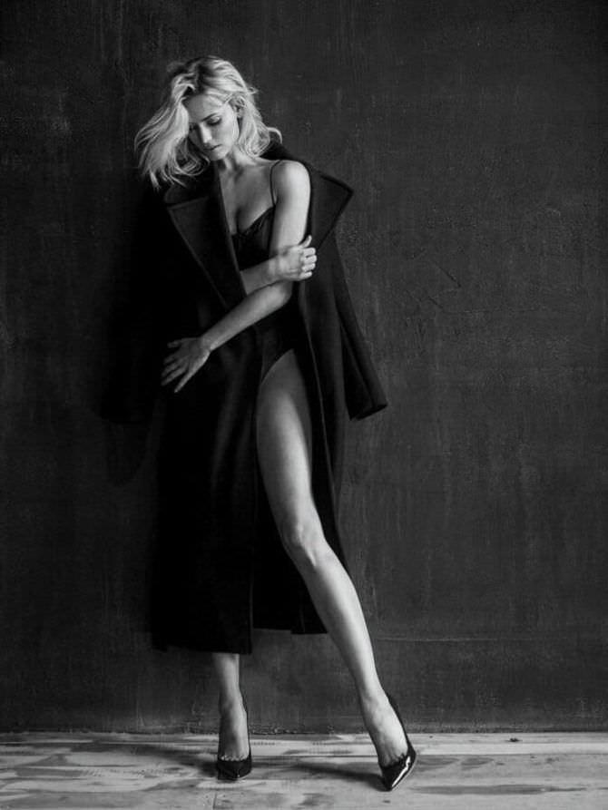 Елена Чернявская фотография в пальто
