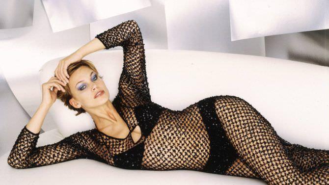 Наташа Хенстридж фотография в платье из сетки