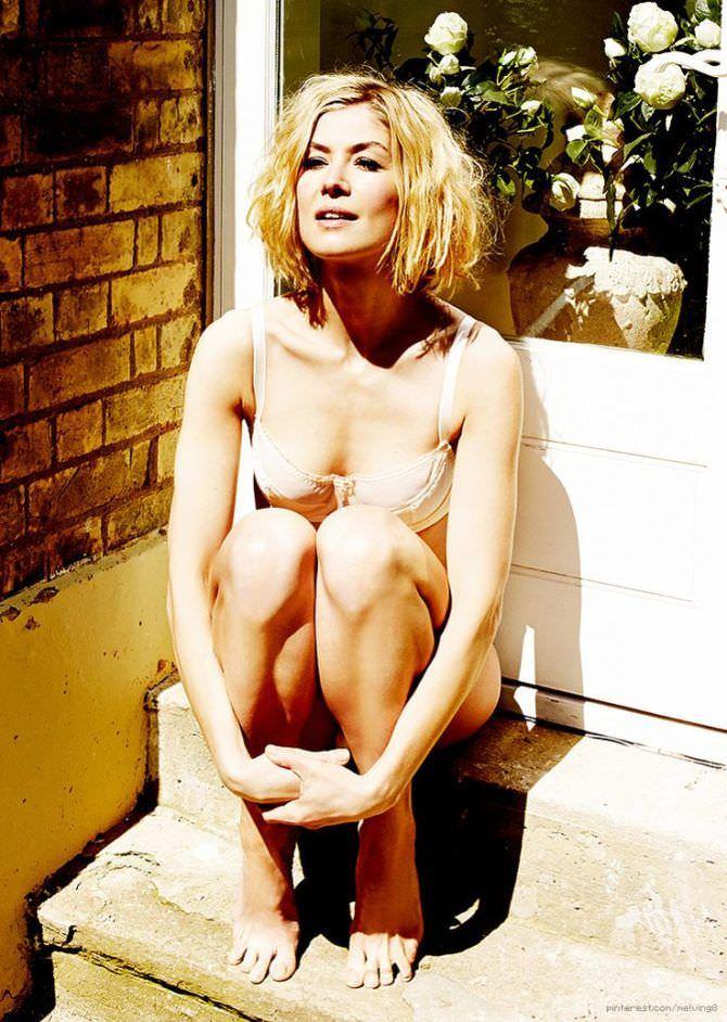 Розамунд Пайк фотография в белье для журнала 2013