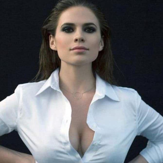 Хейли Этвелл фото в белой рубашке