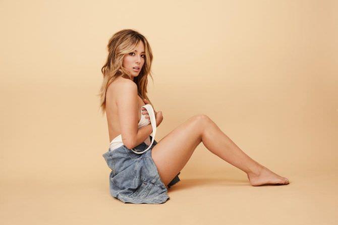 Хлоя Беннет  фотосессия с джинсовкой
