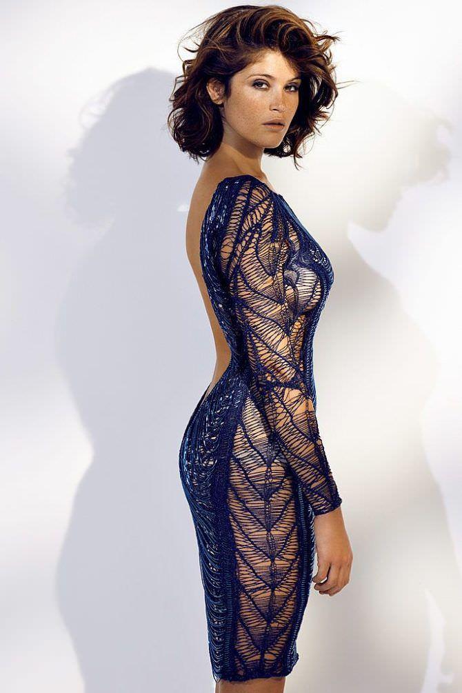Джемма Артертон фото в кружевном вечернем платье