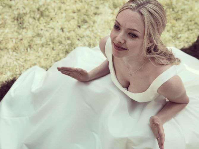 Аманда Сейфрид фото в белом платье