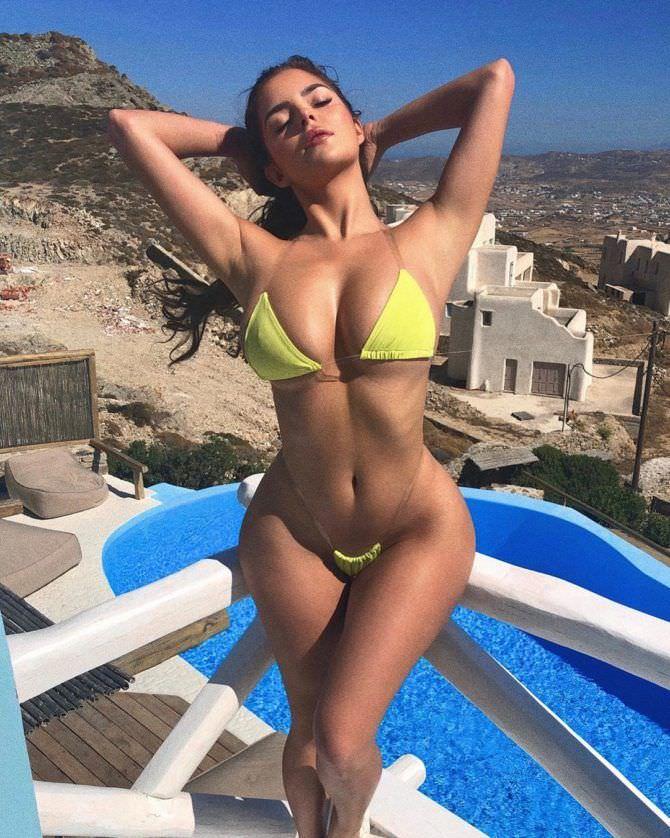Деми Роуз в купальнике 2019 год