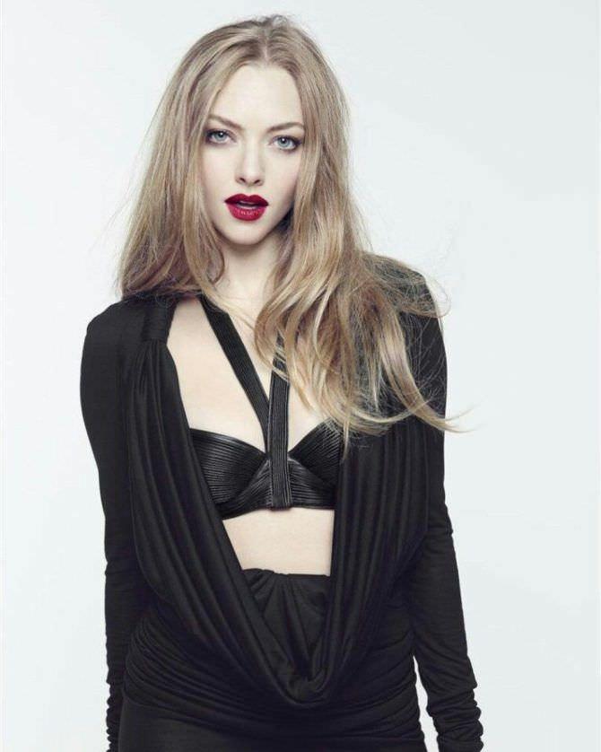 Аманда Сейфрид фото в чёрном костюме