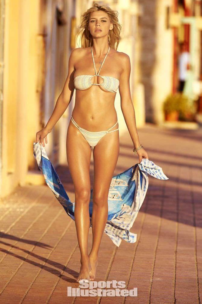 Келли Рорбах фотография с платком
