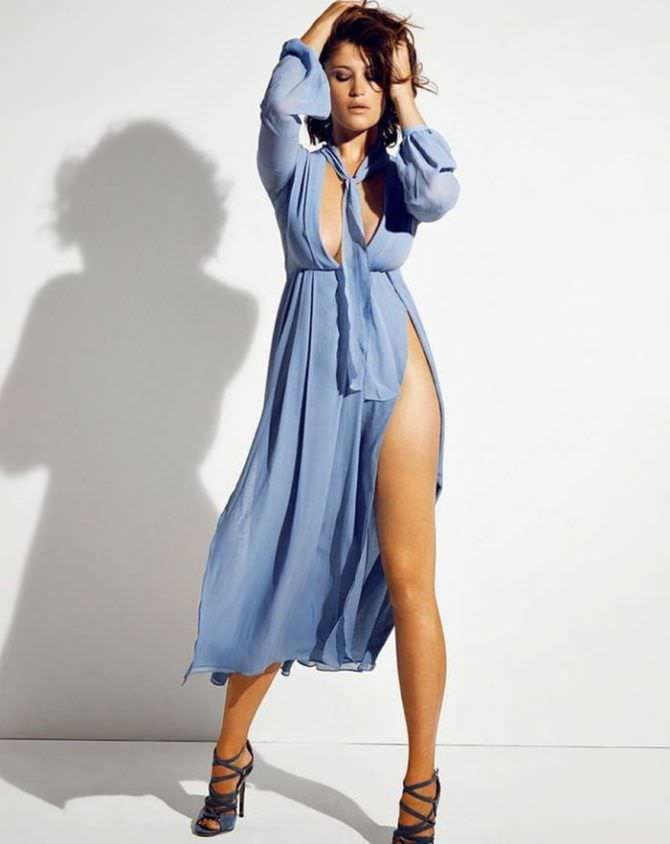 Джемма Артертон фотография в платье на запах