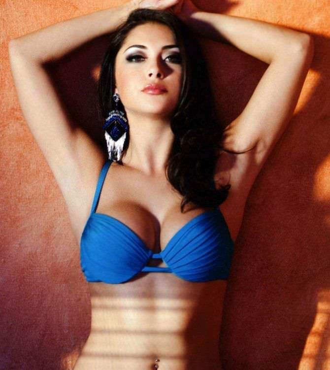 Арианни Селесте фото в синем купальнике