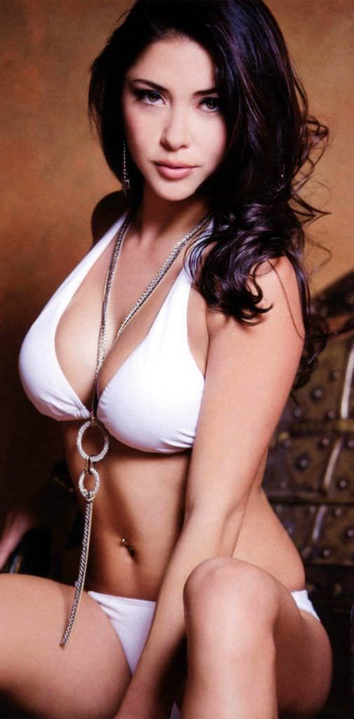 Арианни Селесте фото в белом купальнике