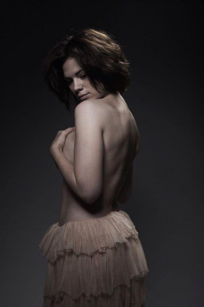 Хейли Этвелл фото в юбке с воланами